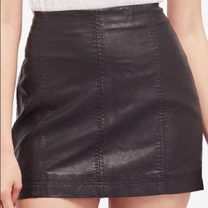 FREE PEOPLE - Faux Leather Mini Skirt